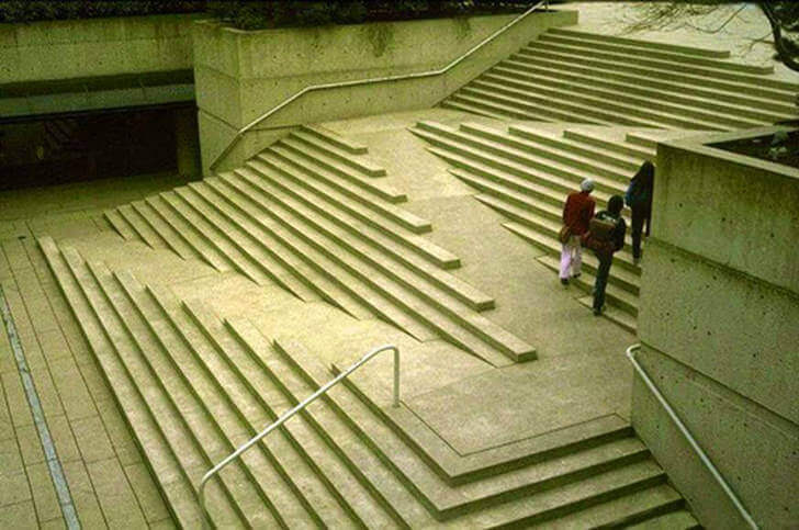 Ramp blended into stairs, criss-crossing across the stairs.